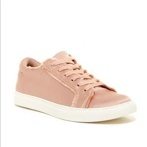 NEW Kenneth Cole Reaction Joey Satin Sneaker